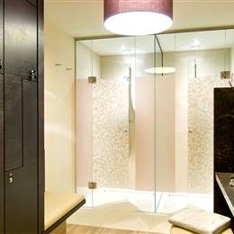 Glass showers in a wellness area