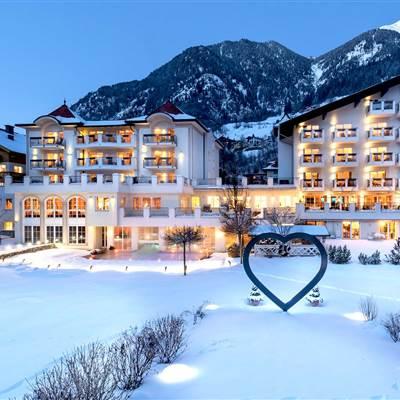 Hotel im Gasteiner Tal von außen im Winter