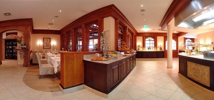 Restaurantbereich mit Buffet