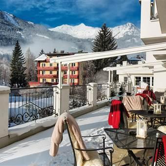 Hotelterrasse im Winter