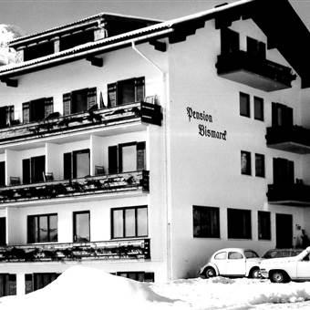 Hotel in Winterlandschaft 1966