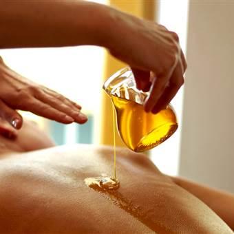 Rückenmassage mit Öl im Detail