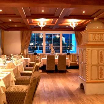 Restaurantstube mit Kamin