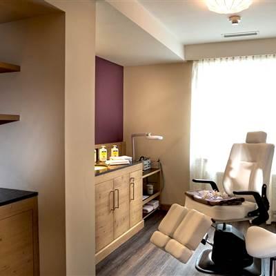 Kosmetikbereich mit Kosmetikstuhl in einem Hotel